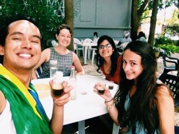 Enjoying Attaya tea at WARC / Cha attaya na faculdade