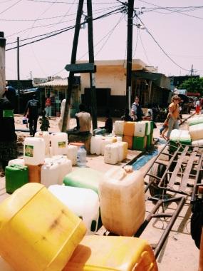 Garrafões para coletar agua