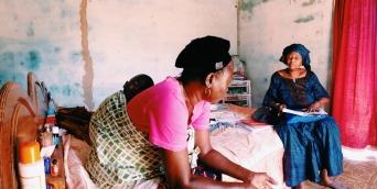 Mademoiselle Ndiene et son petit enfant Djilor, Fatick, Senegal.